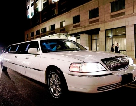 Luxury Stretch Limousine Lincoln Town Car